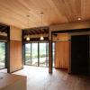 開放的な古民家もガラリ雨戸で西日対策。